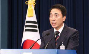 Coreias retomam comunicação telefónica interrompida há mais de um ano