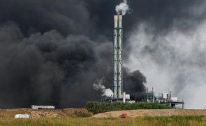 Pelo menos uma pessoa morreu na explosão num parque industrial na Alemanha