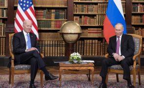 Estados Unidos e Rússia em diálogo discreto em Genebra para estabilizar relações