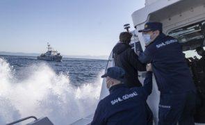 Migrações: Guarda-costeira turca detém mais de 200 migrantes no mar Egeu