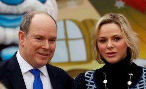 Charlene desmente rumores do fim do casamento com Alberto do Mónaco