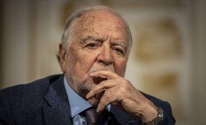 Manuel Alegre vence prémio de poesia António Ramos Rosa com o livro