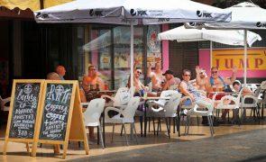 Covid-19: Incidência em Espanha desce pela primeira vez desde há mais de um mês