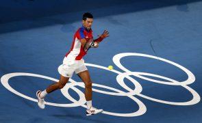 Tóquio2020: Djokovic avança para as 'meias' no dia do afastamento de Medvedev