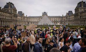 Covid-19: França volta a ter mais de 1.000 pessoas nos cuidados intensivos