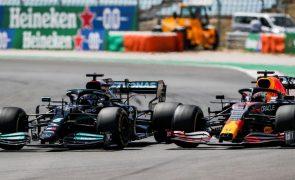 Red Bull vê rejeitado pedido de revisão à penalização imposta a Hamilton
