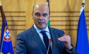 Ministro da Economia desloca-se à Madeira para assinar memorando do Banco de Fomento