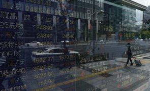 Bolsa de Tóquio fecha a perder 1,8%
