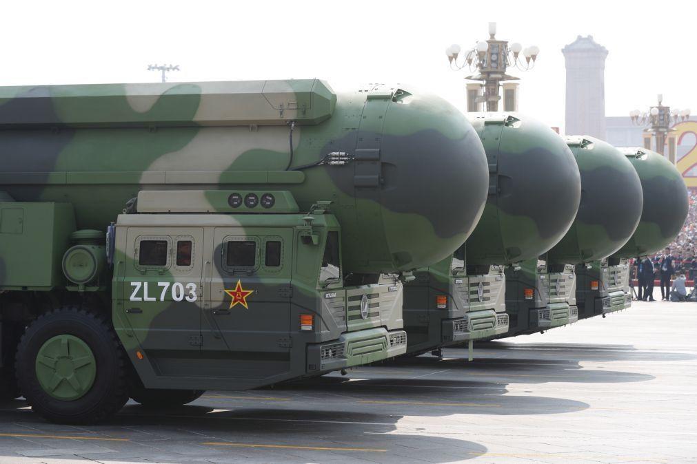 Estados Unidos alertam que China está a construir mais silos de mísseis nucleares