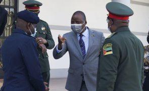 Moçambique/Ataques: Ministro da Defesa diz que terroristas estão a ser