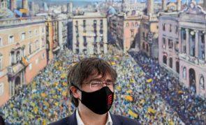 Ex-presidente do governo da Catalunha diz que mandados contra si estão suspensos