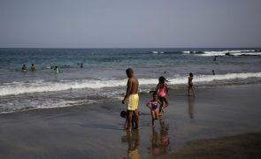 Covid-19: Praias de Cabo Verde abertas até às 19:00 locais