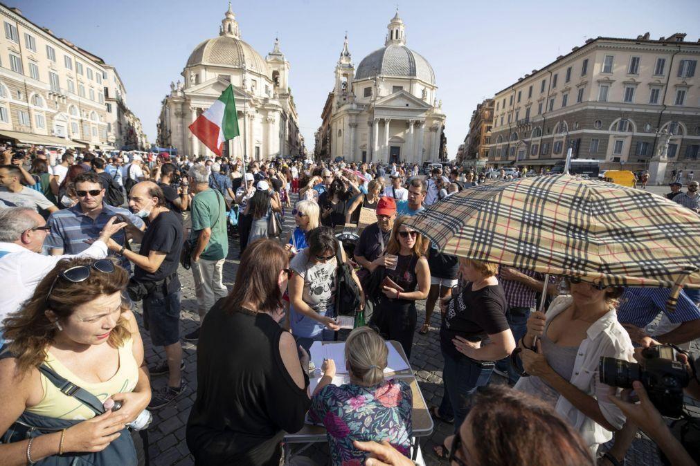 Covid-19: Itália regista 6.619 novos casos, sobretudo entre jovens