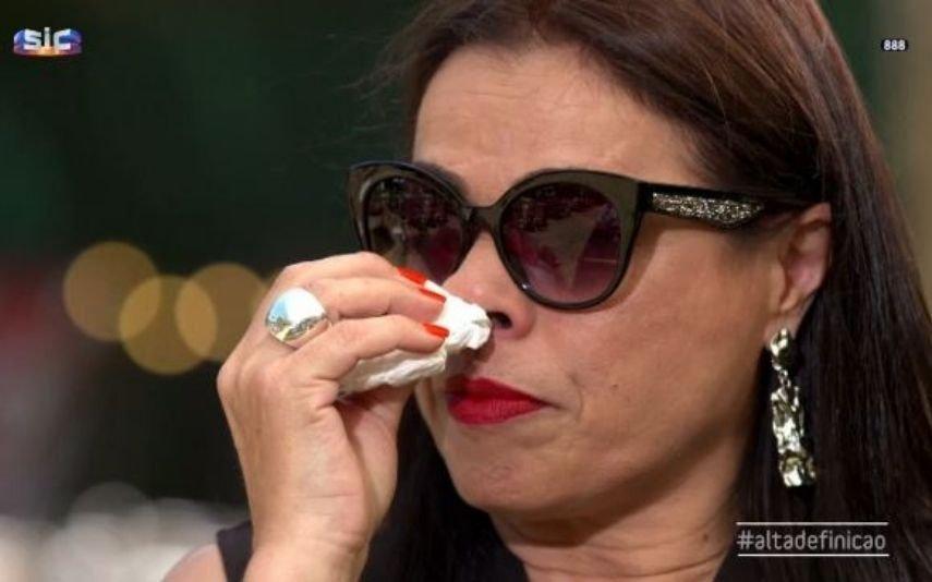 Rosinha explica por que nunca tira os óculos de sol