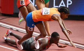 Tóquio2020: Atleta cai, levanta-se e vence os 1.500 metros