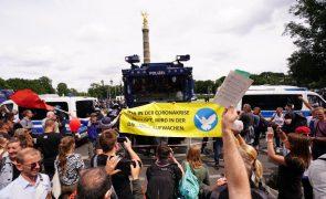 Covid-19: Milhares em Berlim protestam contra medidas anti-pandemia, 500 detidos
