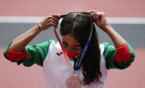 Tóquio2020: Patrícia Mamona subiu ao pódio e já recebeu a medalha de prata
