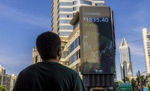 Bolsa de Xangai encerra a subir 1,97%