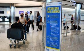 Covid-19: Viajantes de UE e EUA vacinados isentos de quarentena em Inglaterra