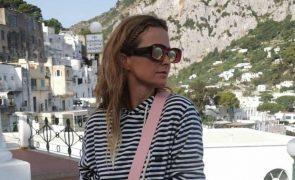 Cristina Ferreira diverte-se em Itália de calções justos e