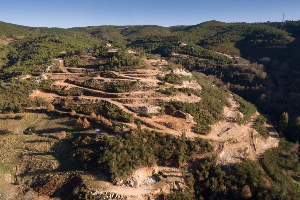 Protesto contra as minas no Barroso com tratores, caminhadas e