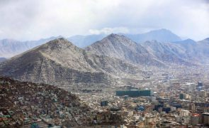 Cabul, Afeganistão, abalada por segunda potente explosão seguida de tiroteio