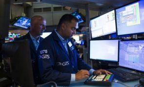 Wall Street fecha em alta com recorde do S&P500 mas inquieta com pandemia e China