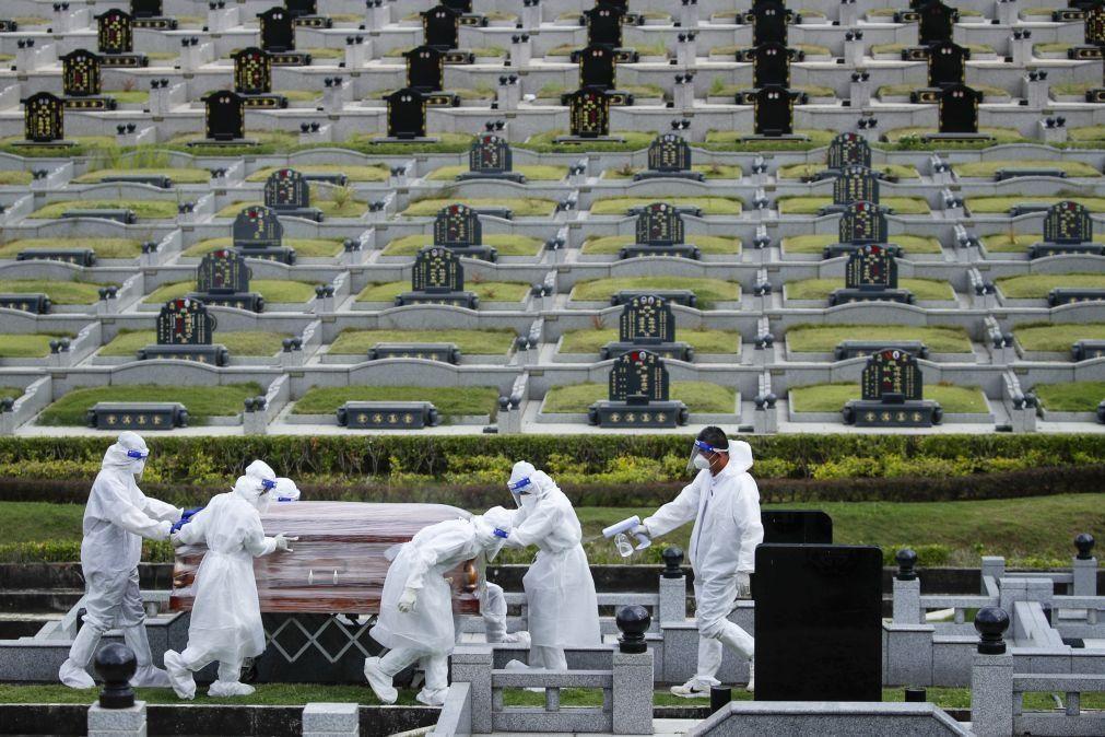 Covid-19: Pandemia já causou 4,24 milhões de mortos em todo o mundo
