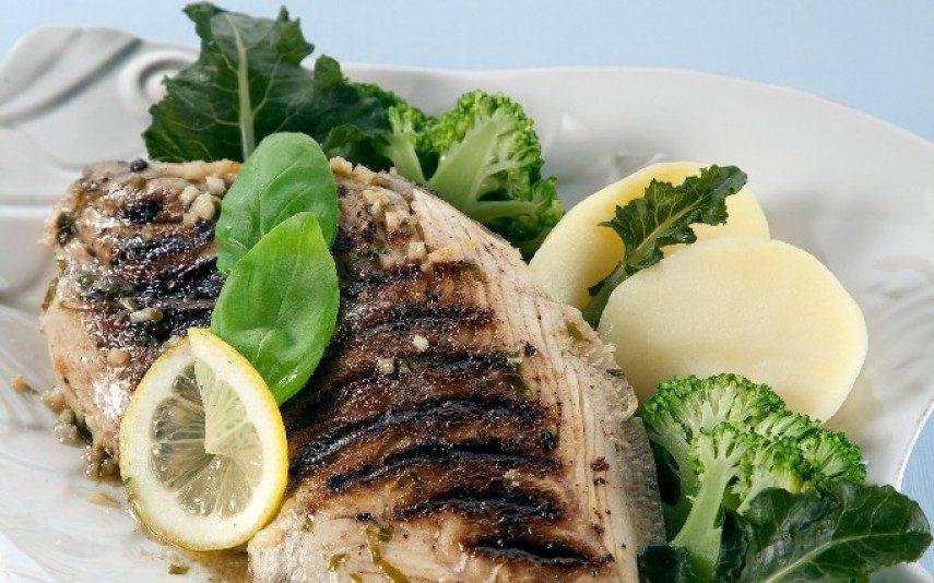 Peixe porco grelhado com legumes Opção saudável