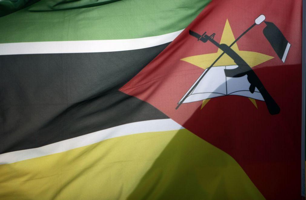 Ex-ministro da Justiça de Moçambique condenado a dois anos de prisão