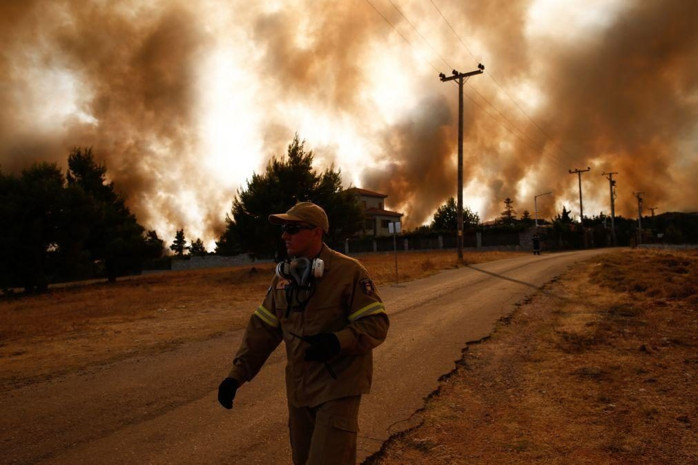 Grécia, Macedónia do Norte e Turquia continuam a combater a vaga de incêndios e UE envia mais apoio