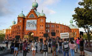 Meia centena manifesta-se em Lisboa pelos touros e contra touradas
