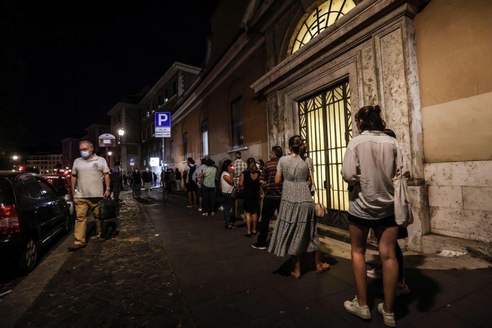 Covid-19: Itália começa a exigir certificado para acesso a atividades de lazer e restaurantes