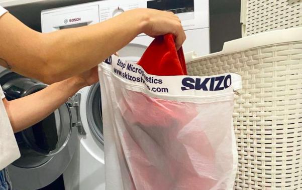'Startup' cria saco para lavar roupa que evita envio de microplásticos para oceanos