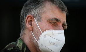 Covid-19: 'Task force' afasta 3.ª dose sem