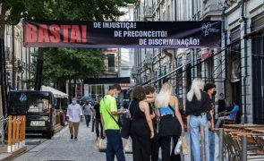 Bares do Porto dizem que restrições a fumadores surgem