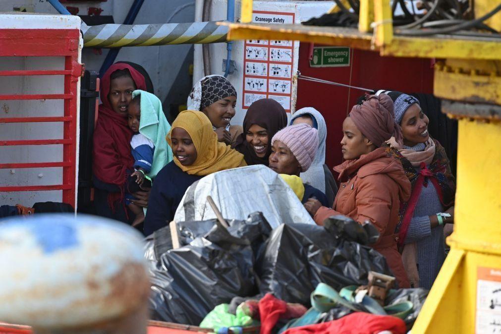 Migrações: Itália autoriza desembarque dos 257 migrantes a bordo do