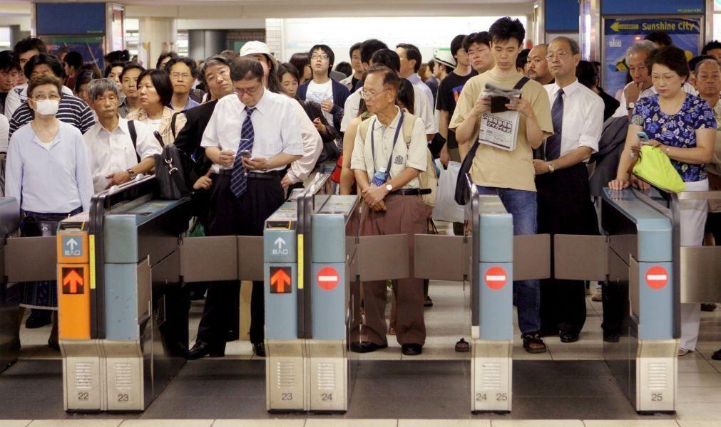 Quatro feridos em ataque com faca num comboio de Tóquio