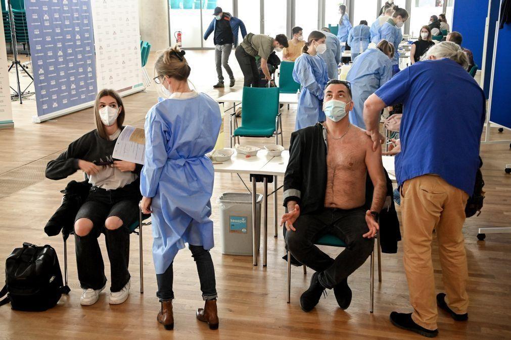 Covid-19: Vacina evitou 38.300 mortes na Alemanha - estudo