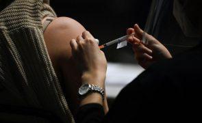 Covid-19: Professores e funcionários ainda sem vacina correm risco de suspensão em Itália