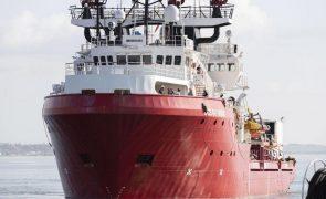 Ocean Viking autorizado a aportar na Sicília e desembarcar 550 migrantes