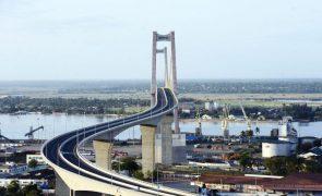 Consultora prevê crescimento de 3% para Moçambique este ano mas alerta para risco de investimento