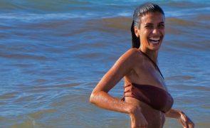 Isabela Valadeiro mostra bumbum e deixa José Mata em brasa