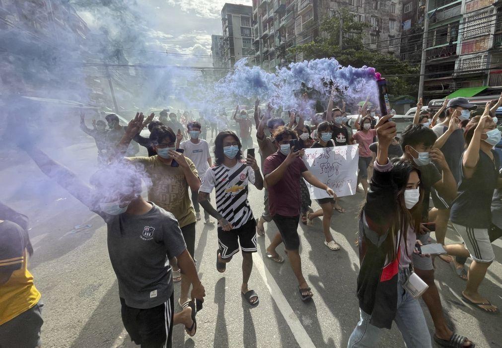 Novos protestos na Birmânia no aniversário da revolução de 1988