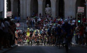 Volta: Kern Pharma afasta dois ciclistas após caso de covid-19 mas continua