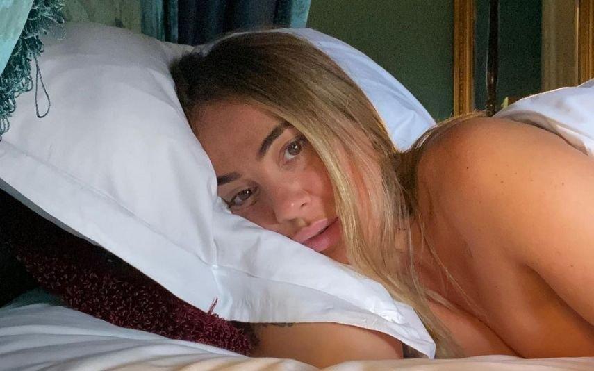 Gisela João mostra toda a sensualidade em cuecas de renda branca