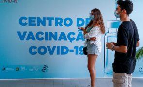 Covid-19: Decisão de terceira dose de vacina precisa de