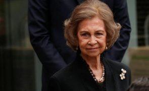 Rainha emérita Sofía de férias com as netas e os reis de Espanha