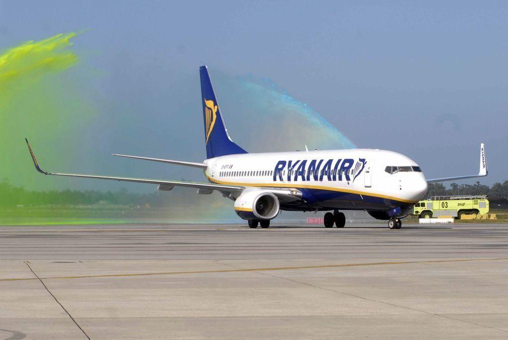 Ryanair recruta mais de 300 pilotos, tripulantes de cabine e profissionais de TI em Portugal