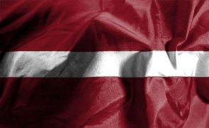 Letónia declara estado de emergência na fronteira com Bielorrússia